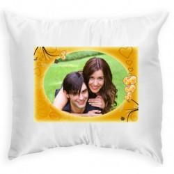 Възглавница с рамка жълти сърца 33х33 см